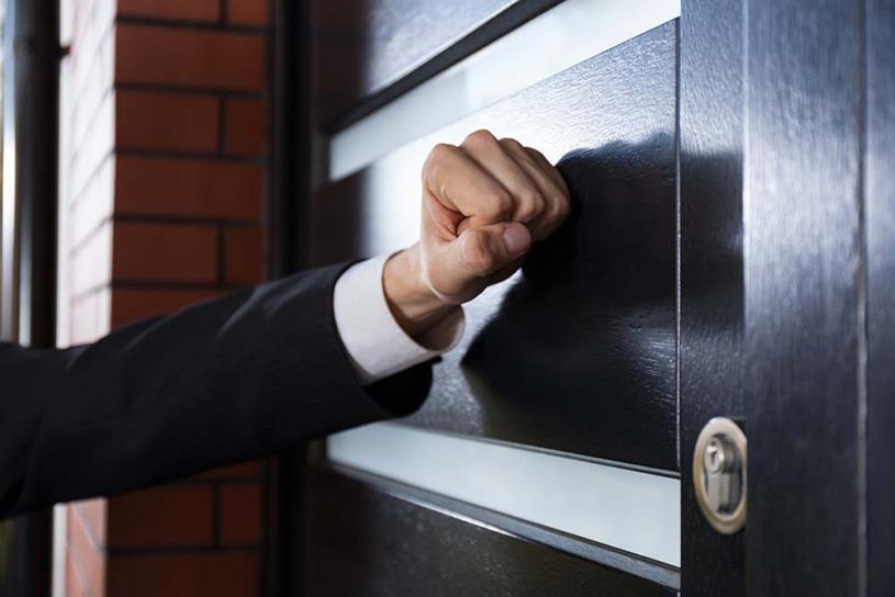 借金の取り立て時間は何時まで?自宅や職場への訪問は違法?